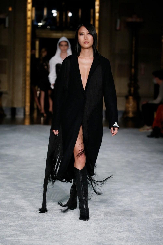 Christian Siriano: Christian Siriano Fall Winter 2021-22 Fashion Show Photo #15