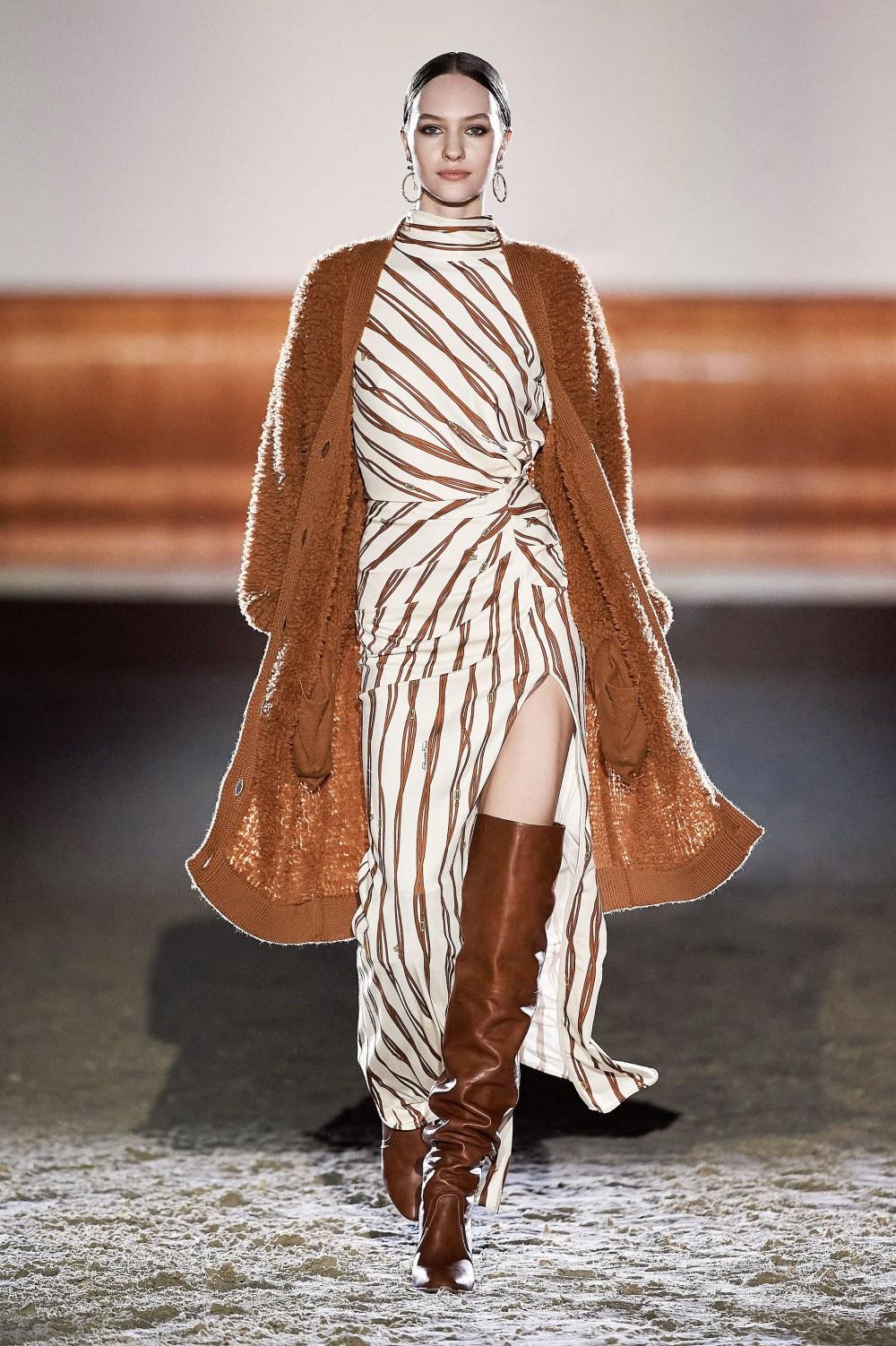 Elisabetta Franchi: Elisabetta Franchi Fall Winter 2021-22 Fashion Show Photo #20