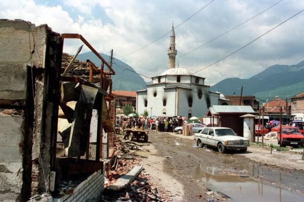 Uništena Bajrakli džamija na Kosovu (Foto: Andras Riedlmayer)