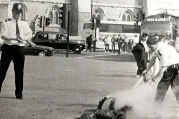 Bamford se polio benzinom ispred Donjeg doma britanskog Parlamenta