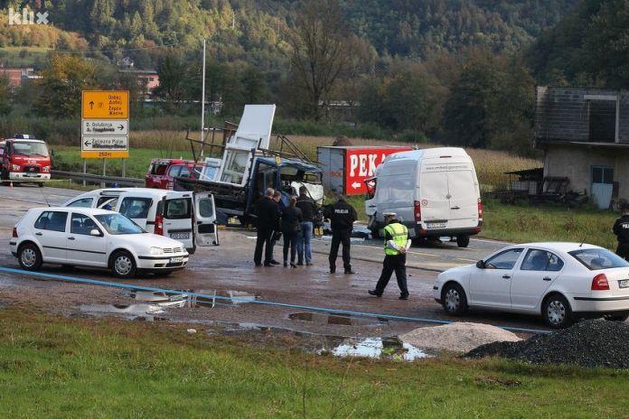 Žepče: Teška saobraćajna nesreća u Donjoj Golubinji, dvije osobe poginule