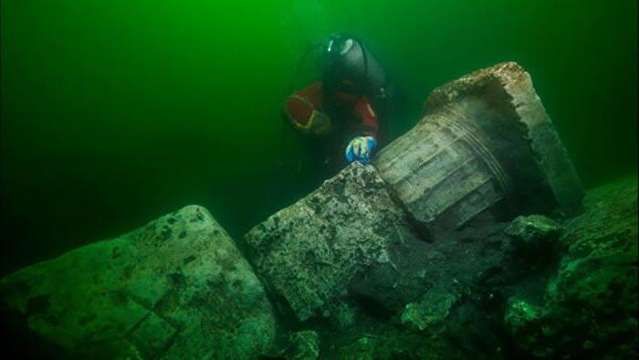 Исследователи полагают, что город ушёл под воду в результате мощного землетрясения.
