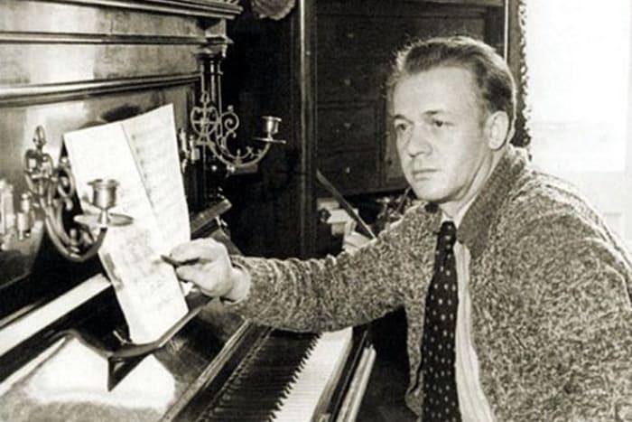 Сергей Лемешев за фортепиано | Фото: 24smi.org