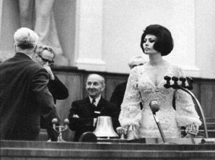 Софи Лорен в зале заседаний Кремлевского дворца съездов, 1965. Фото В. Генде-Роте   Фото: bigpicture.ru