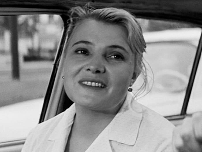 Татьяна Доронина в роли Нюры в фильме *Три тополя на Плющихе*, 1967 | Фото: domkino.tv