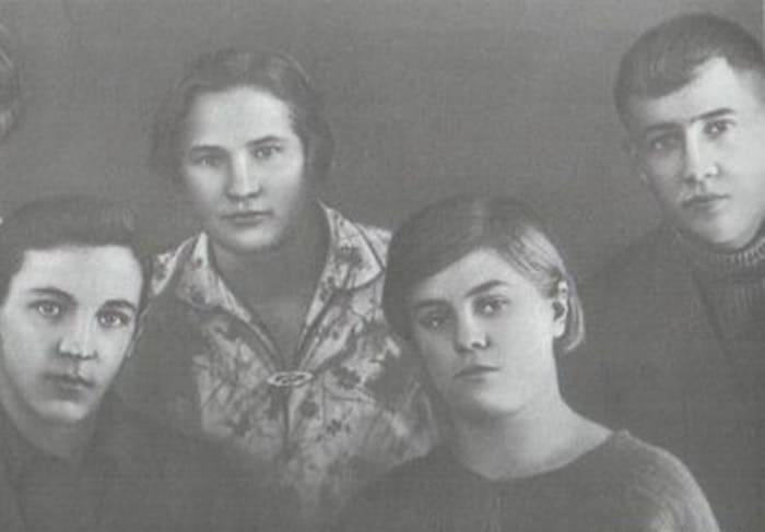 Справа на фото – Вера и ее жених Юрий Двужильный | Фото: ria.ru