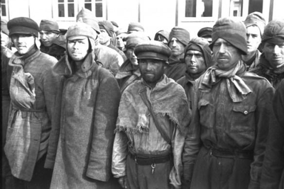 Советские военнопленные в концентрационном лагере Маутхаузен, 1941 год. | Фото: waralbum.ru.