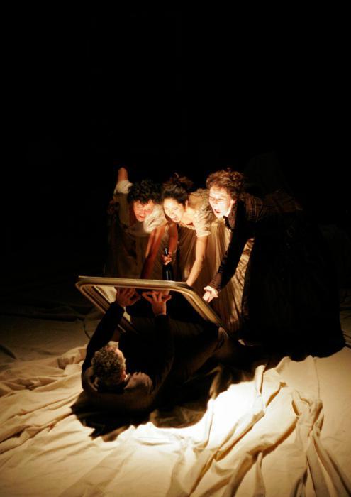 Зеркало прочно вошло в культуру многих народов как предмет с магическими свойствами. | Фото: monateka.com.