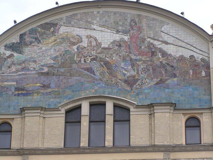 Мозаика «Принцесса Грёза» на фасаде гостиницы «Метрополь». / Фото: www.den-za-dnem.ru