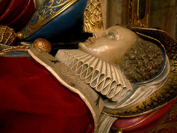 В Вестминстерском аббатстве лежит множество королев.