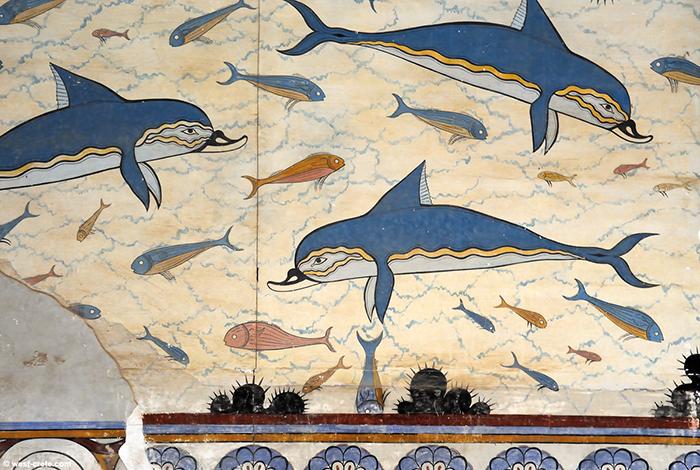 Фреска с изображением дельфинов.