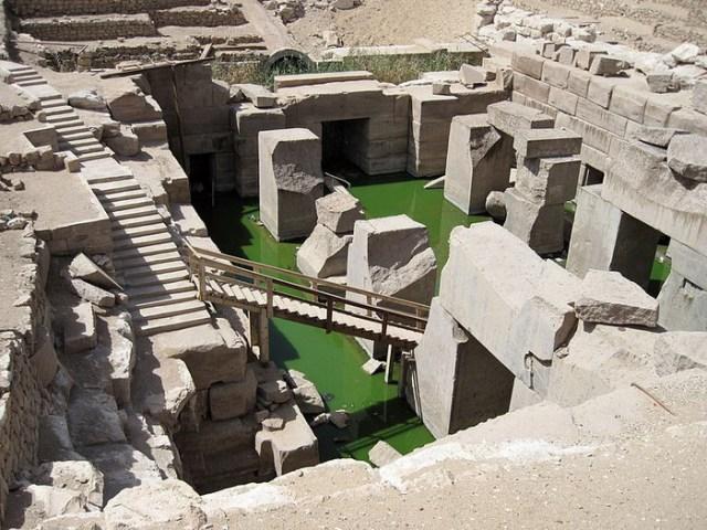 Осирион, древнее мегалитическое сооружение по соседству с храмом фараона Сети I