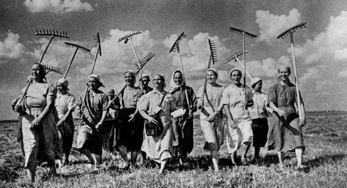 Советские колхозницы.