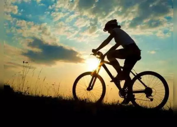 साइकल चलाएं