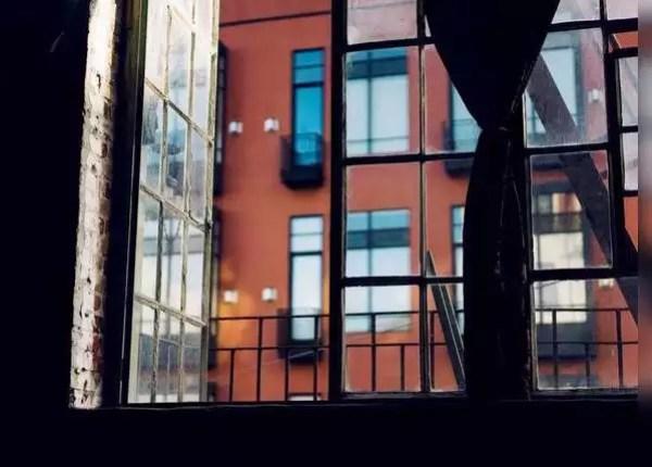 दरवाजे और खिड़कियों को रखें खुला