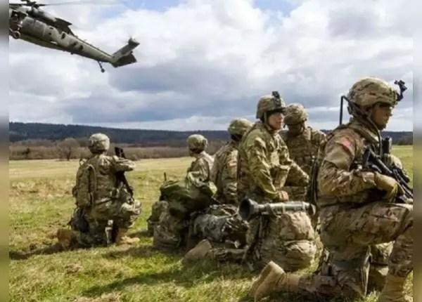 जापान में अमेरिका की तीनों सेना मौजूद