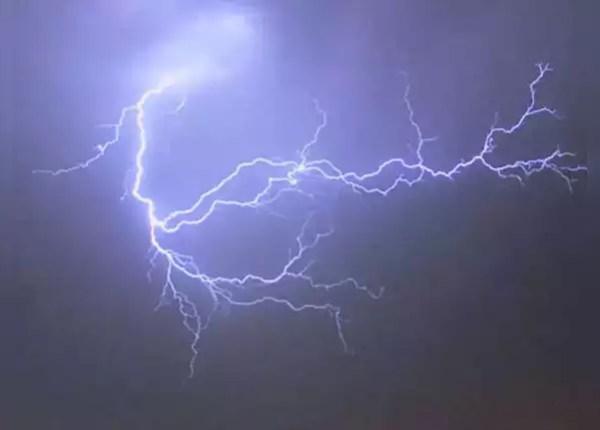 आकाशीय बिजली से बचने के उपाय