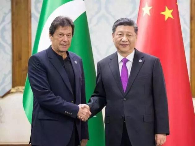 चीन की धुन पर नाच रहा पाकिस्तान।