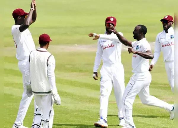 Kemar Roach jerks 2 wickets