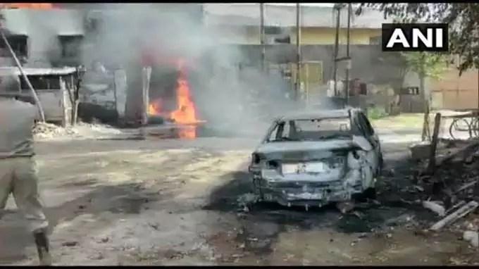लग्जरी कार जलकर हुई खाक