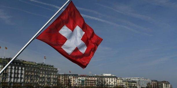 La Suisse, un pays sans salaire minimum, sans durée légale du travail, sans indemnité légale de licenciement... mais avec une grande culture du  consensus qui assure la paix sociale