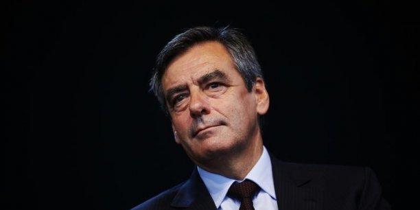 François Fillon propose de réduire l'impôt sur le revenu de 30 à 50% du montant investi dans une PME, avec un plafond d'investissement maximum annuel fixé à un million d'euros par personne.