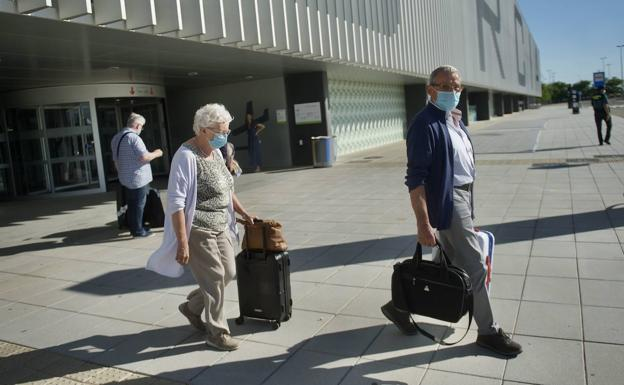 Arrival of tourists at Corvera airport, in a file image.