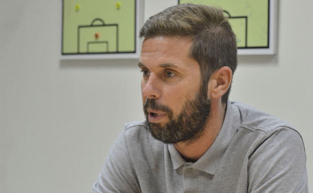 David Sánchez, in an office of Enrique Roca.