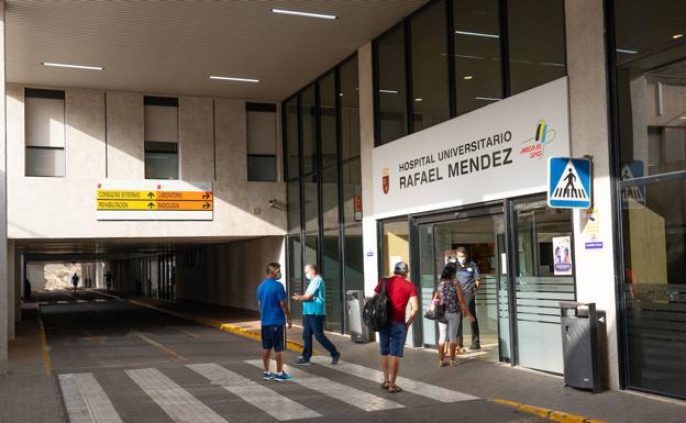 Entrance of the Rafael Méndez de Lorca hospital, in a file image.