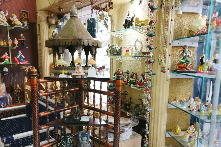 Get Gorgeous Home Decor Stuff And Ethnic Furniture From Dadar LBB