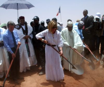 Joyandet, Anne Lauvergeon (Areva) and Prime minsitre Seyni Oumarou of Niger, at the launch of the site Imouraren uranium mine in the north of the country, Monday, May 4