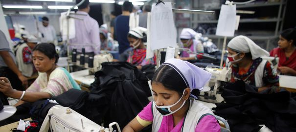 https://i0.wp.com/static.lexpress.fr/medias_4742/w_605,h_270,c_fill,g_north/bangladesh-goldtex-limited-garment-factory-inside-the-dhaka-export-processing-zone-in-savar_2428056.jpg