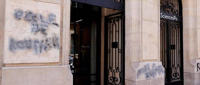 Le mur de Sciences Po Paris a ete tague d'inscriptions antisemites. Un depot de plainte est en cours.