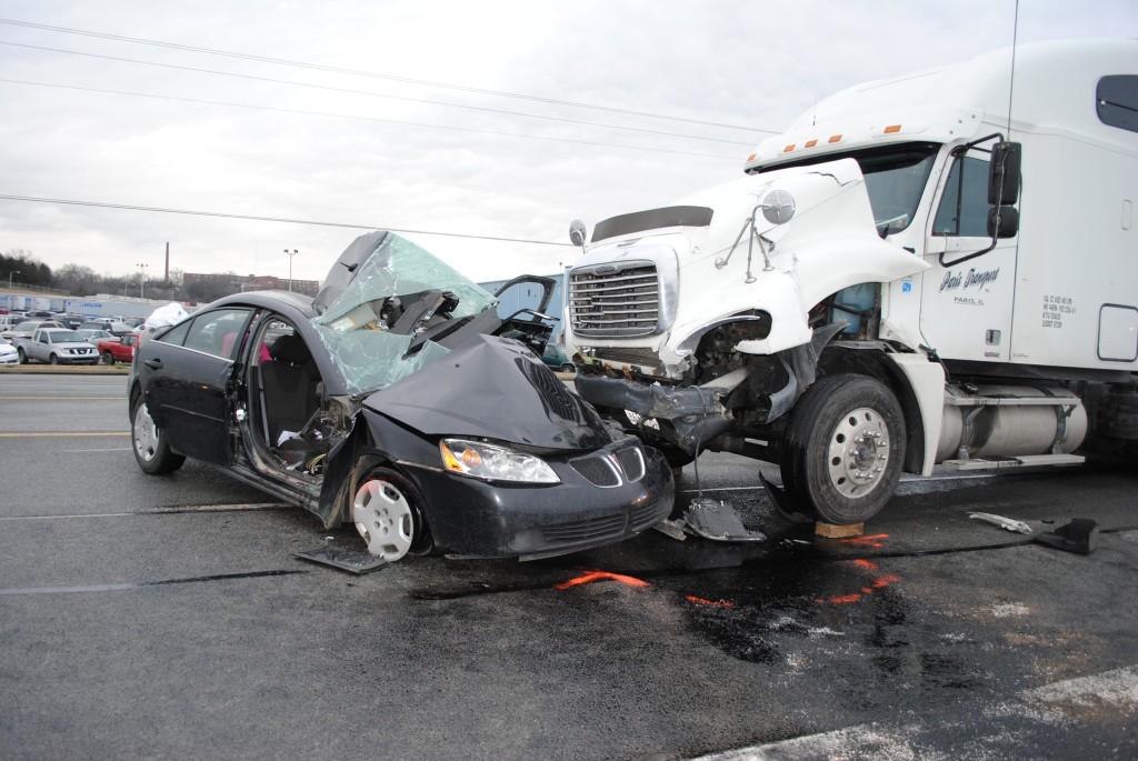 Tai nạn giật mình đột ngột xẩy ra gây nguy hại đến khắp khung hình và của