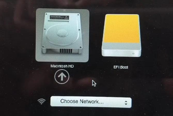Mac выбирает загрузочный диск