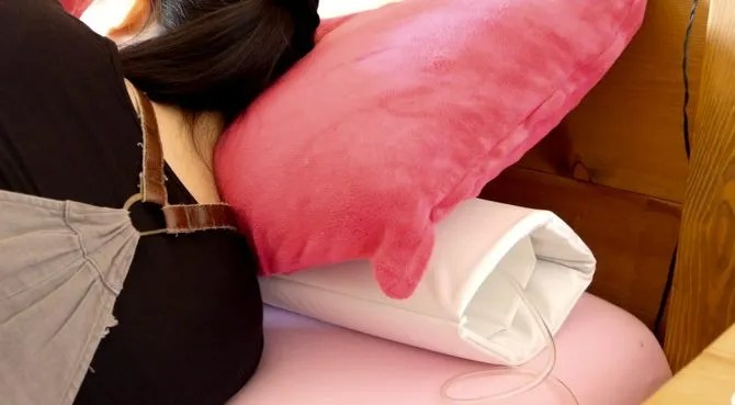 smart nora under pillow hui sleeping 670x369 - Smart Nora Review: The Most Effective Non-Invasive Anti-Snoring Device Yet