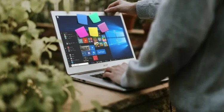 How to Get Started With Windows 10 Sticky Notes: Tips and Tricks