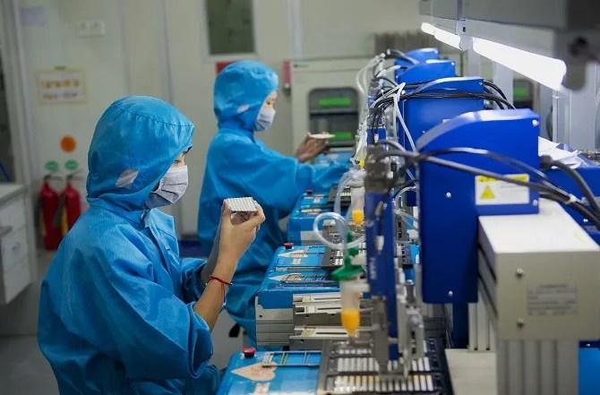 Linea di produzione di elettronica in fabbrica cinese
