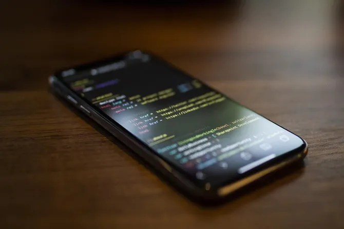programmazione codifica su smartphone dispositivo Android