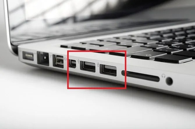 How to Use a Flash Drive on Windows 10 usb port 670x445