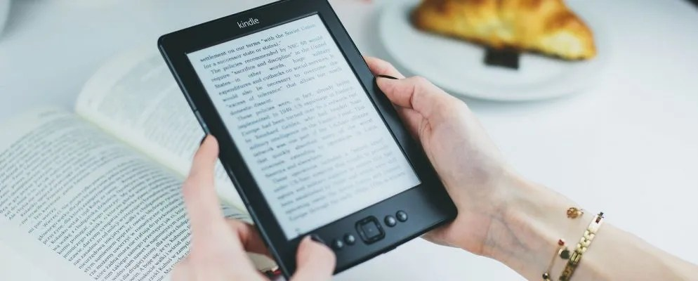 How to Organize Your Amazon Kindle: 7 Tips and Tricks to Know