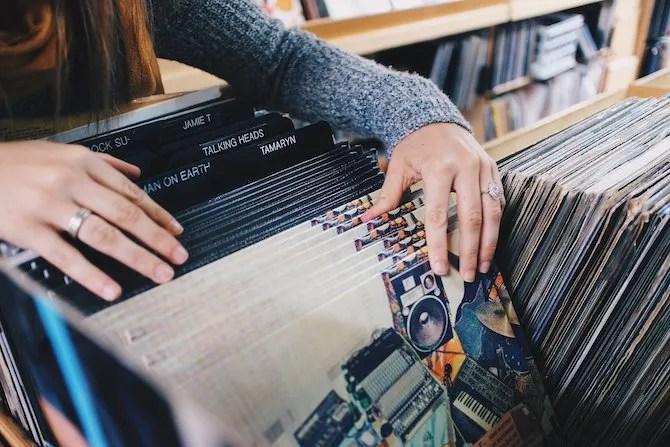 Просматривая магазин звукозаписей