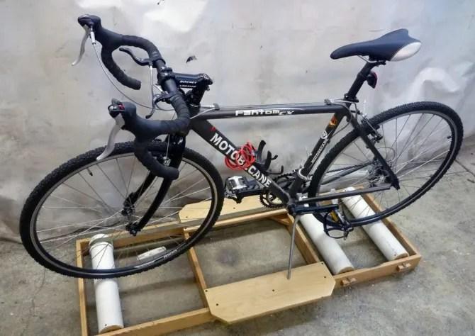 Превратите любой велосипед в велотренажер в помещении с самодельными велосипедными роликами или подставками для велосипедов