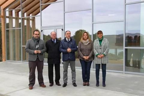 Bendodo con representantes municipales