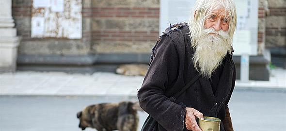 Ο άγιος ζητιάνος της Βουλγαρίας: Ό,τι παίρνει το δίνει στα ορφανά!