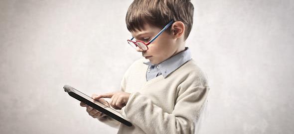 Παιδί και tablet: Τα οφέλη και οι κίνδυνοι