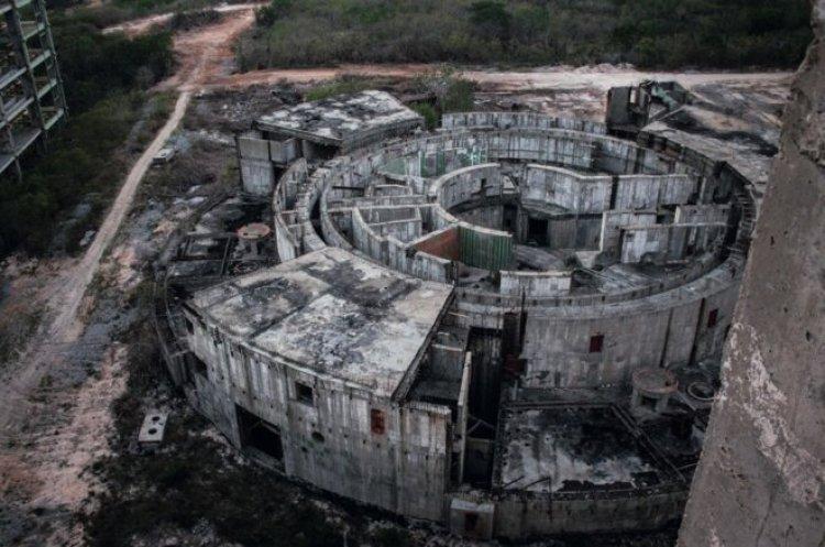 Site de Juragua, à Cuba, où la construction de deux réacteurs russes de 413 MW a été abandonnée en 1992 ©Damon Richter ©WNISR2017