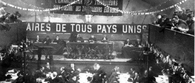 La tribune du congrès de Tours (1920).