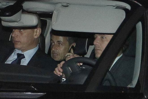 Sarkozy quittant le tribunal