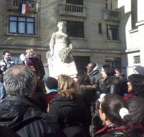 Rassemblement des salariés de la ville de Montreuil en grève, devant l'hôtel de ville, le 18 février